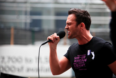 Cheyenne Jackson Sings for the Gays