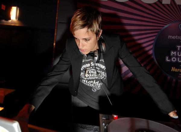 Samantha Ronson DJing