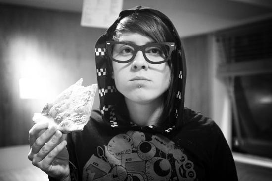 Tegan-Quin-glasses-pizza