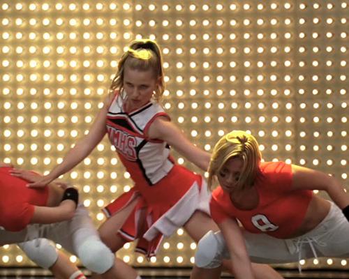 glee_107-cheerleaders3