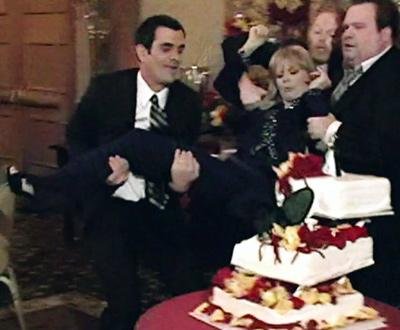 modern-family_104-dede-kicking-wedding-cake