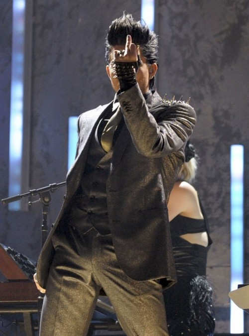 Adam-Lambert-AMA-Performance-For-Your-Entertainment-Pictures-500x675