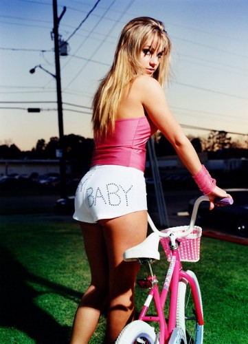 Britney-Spears-small-pink-bicycle