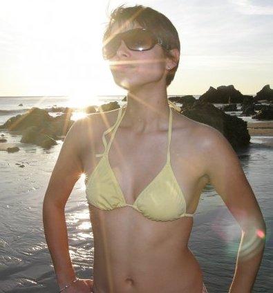 nat-bikini