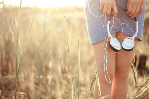 beautiful-cute-girl-headfones-headphones-Favim.com-130853_large