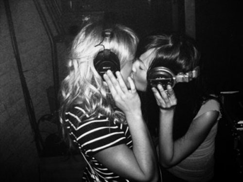 kissing headphones