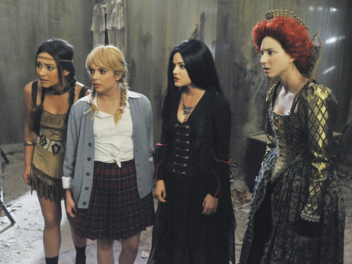 You Still Have Time for a (Gay) Halloween Costume: Pretty Little Liars Halloween Special