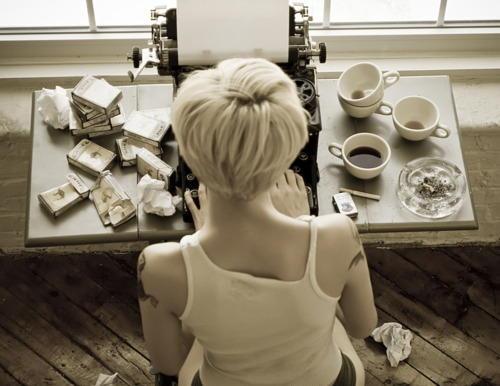 girl-with-typewriter