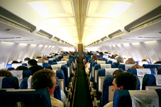 Fourteen people you sit next to on airplanes autostraddle for Interieur avion ryanair