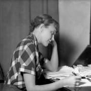 woman-writer3