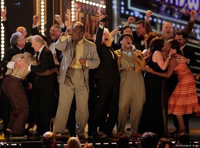 Tony-Awards-Show_Gree(8)_20100614053200_640_480