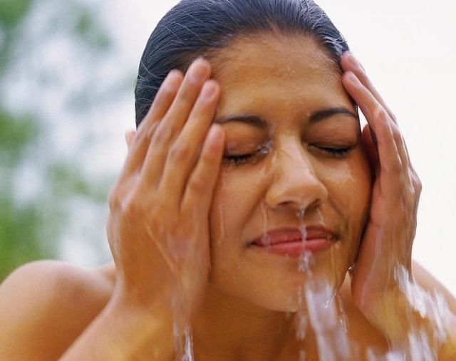 hispanic-woman-washing-face