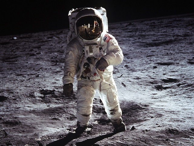 buzz_aldrin_moon_space_suit