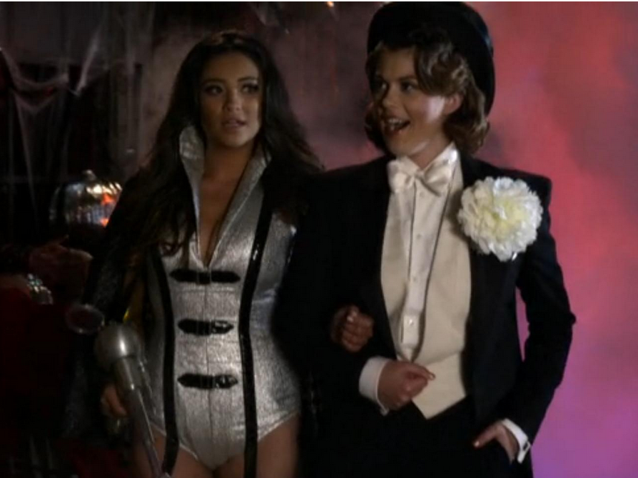 pretty little liars recap 313 this is a dark ride of unclear lesbian costumes autostraddle - Pretty Little Liars First Halloween Episode