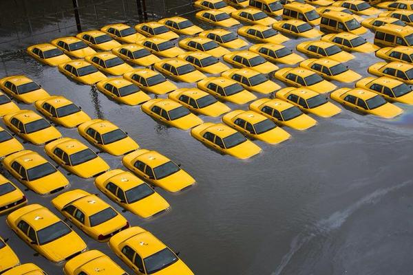 HurricaneSandy_UnderwaterTaxis_Twitter