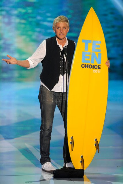 ELLEN DEGENERES AT THE TEEN CHOICE AWARDS 2011