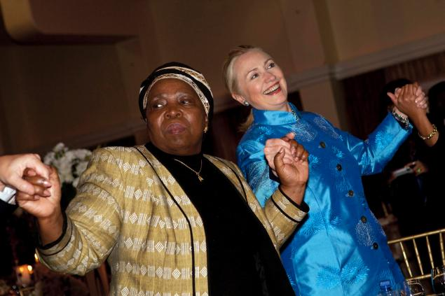 hillary clinton dancing in south africa