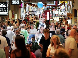 611892-christmas-shopping-rush-at-chermside