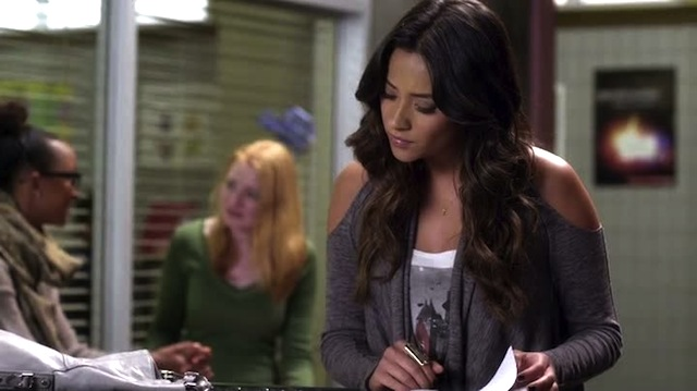 EMILY IS SO BUSY SLEUTHING SHE DOESN'T EVEN SEE THAT HOT HIPSTER LESBIAN IN THE BACKGROUND