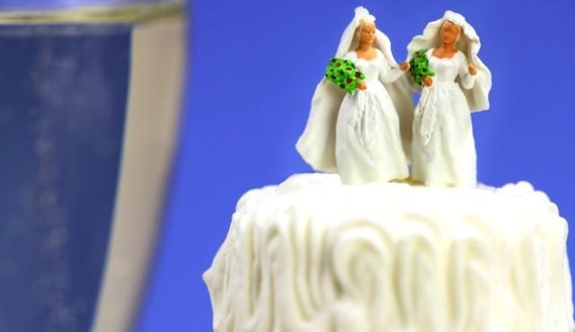 Same-sex-couple-accepts-Duff-Goldman-offer-665x385