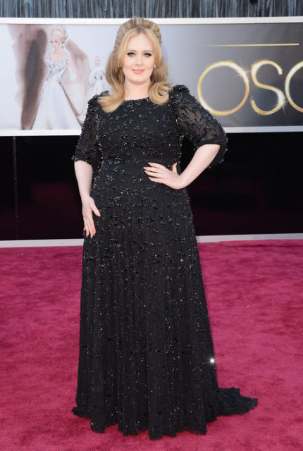 ADELE IS WEARING THE SAME THING SHE ALWAYS WEAR BUT SHE STILL LOOKS AMAZING!