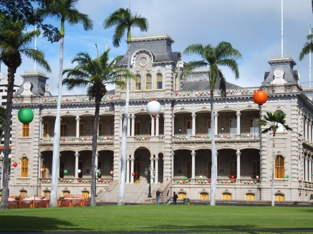 Iolani Palace (via shutterstock