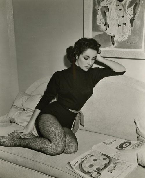 Elizabeth Taylor reading in her underpants via Literary Hoarders: People Reading