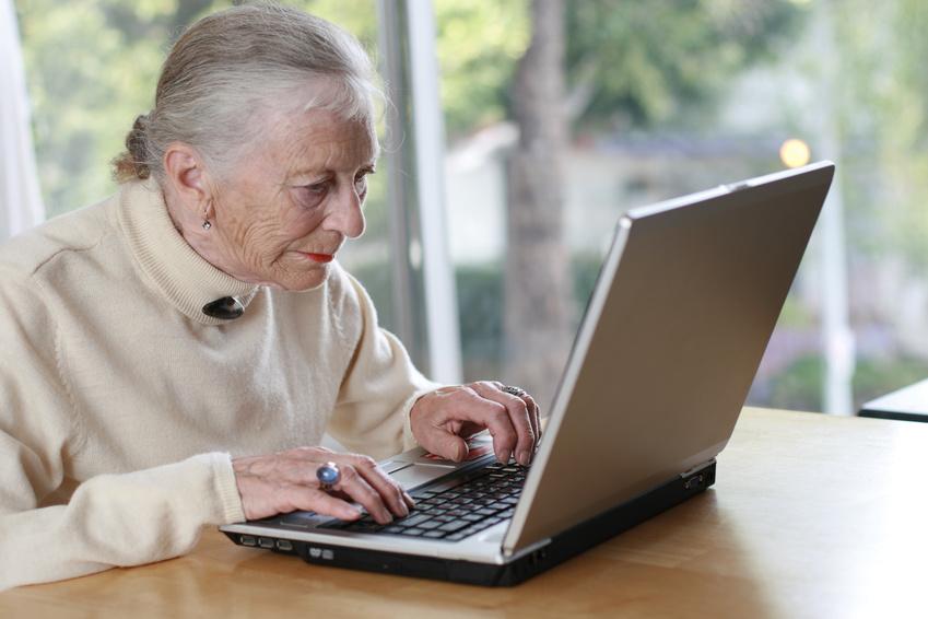 Пожилая женщина и студент, трах в попки с окончанием