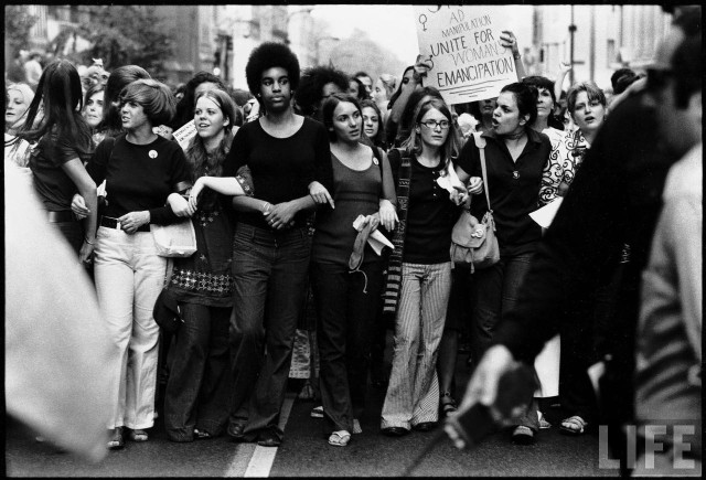 voc_bio_femininism_1_pic_us_1970_women_right_parade