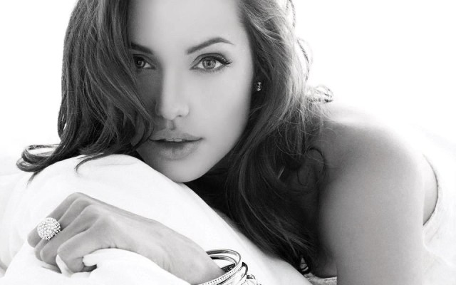 51-Angelina-Jolie