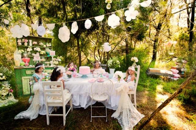 oh this? i just threw it together! just a small casual get together outside, you know... via sweet designs