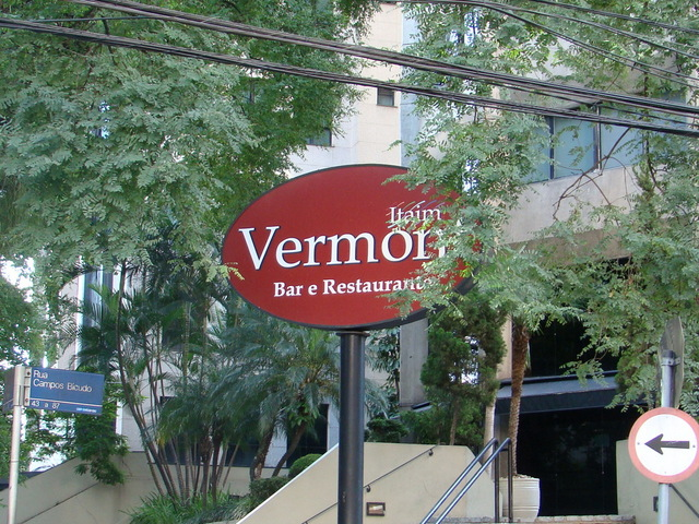 Vermont-bar-and-restaurant