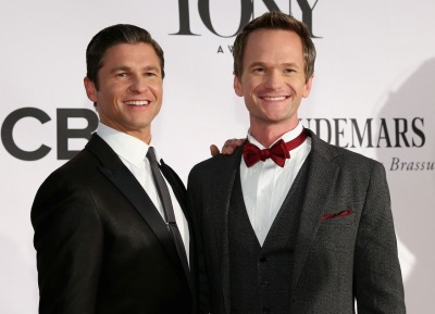 DAVID BURTKA AND HOST NEIL PATRICK HARRIS ON THE RED CARPET/BEING CUTE, Image via Getty Images
