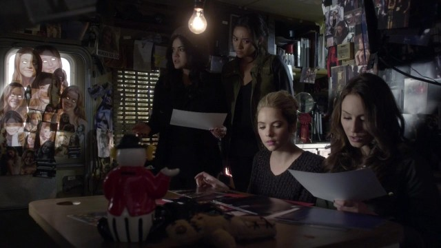 IN WHICH ONLY ARIA TAKES THE TIME TO NOTICE THAT CREEPY FUCKING ALISON EYES WINDOW.