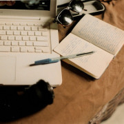 laptop-reading