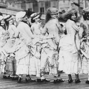 Women-wearing-bustles