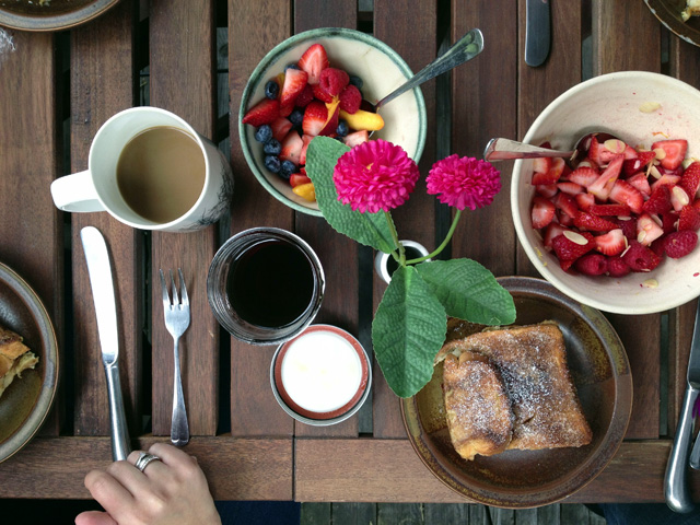2-french-toast-brunch-table