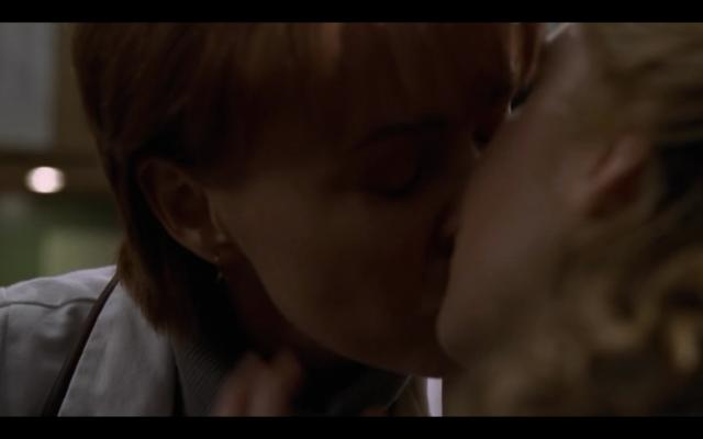 2000-ER-Kerry-Weaver-Kim-lesbian-kiss