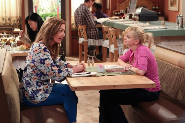 Allison-Janney-and-Anna-Faris-of-Mom