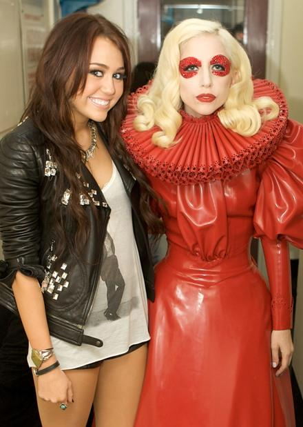 miley-cyrus-lady-gaga-meeting-4