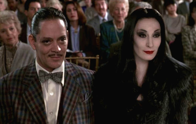 012-gomez-and-morticia-addams-15195919-711-453