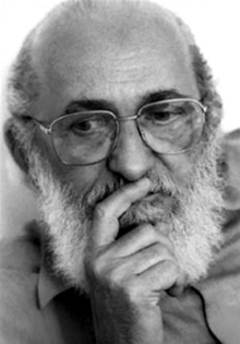 """via http://www.ideiacriativa.org/2013/01/frases-de-paulo-freire.html caption: """"Whoever teaches learns in the act of teaching, and whoever learns teaches in the act of learning. –Paulo Freire, Pedagogy of Freedom."""""""