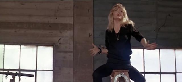 Stephanie autostraddles a ladder, Vanessa realizes she's a big dyke.