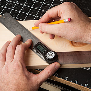 efa7_digital_protractor_inuse_wood