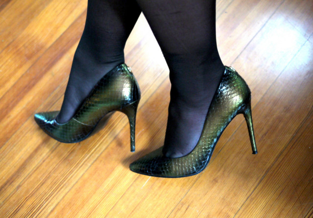 I kept the same metallic green pumps on because CHRISTMASY!