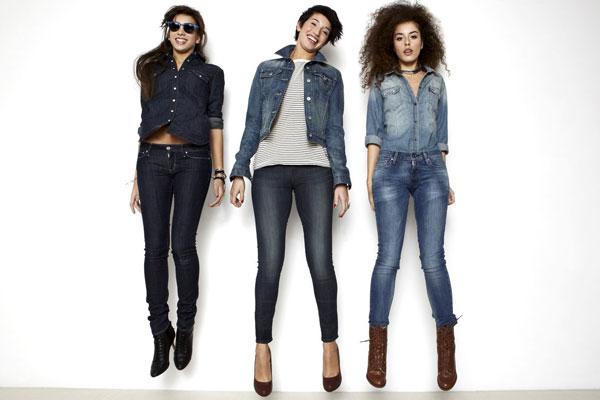 girls in skinny jeans