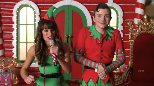 whats kurt hiding in his hands kiddos could it be magic beans condoms - Glee Previously Unaired Christmas
