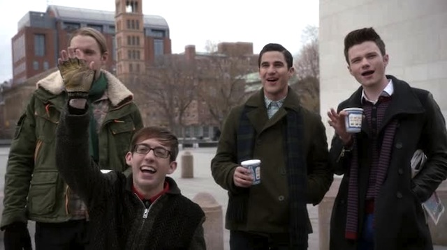 How is Sam ever gonna get a modeling job if Artie's hand is always blocking his face??!!!!