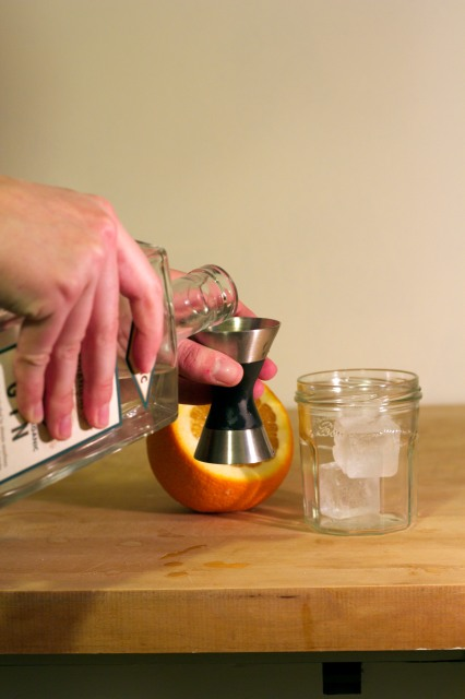 pouring_gin