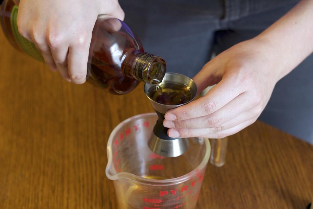manhattan-whiskey-pour